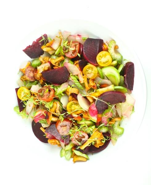 Siltie gaileņu salāti ar jaunajām bietēm - 16